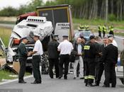 Ocho muertos tras choque camión minibus