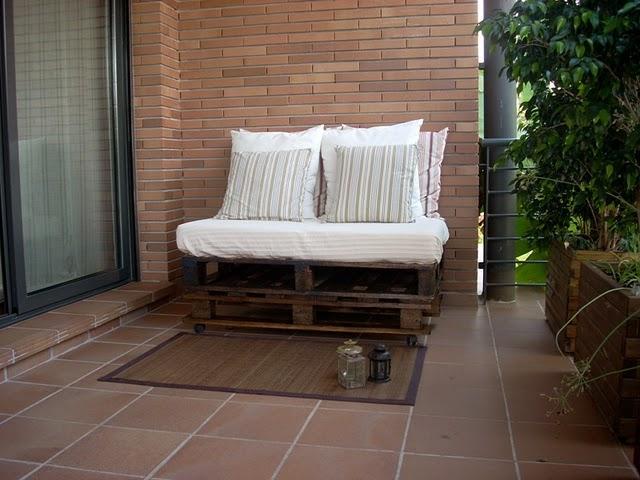 El sof de palets de yolanda por 12 paperblog - Como hacer sofas con palets ...