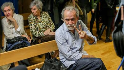 """Willy Toledo en el banquillo por """"ofensa a los sentimientos religiosos""""."""