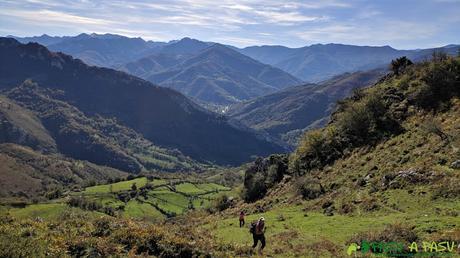 Saliendo de la zona de vegetación compleja en la subida al Pico Formoso