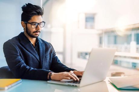 Requisitos críticos para diseñar fuerzas de trabajo híbrida de empleados digitales y humanos.