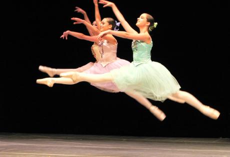 Clínica Grimalt considera que los bailarines deberían cuidarse más los pies