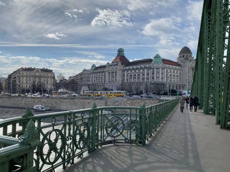 cuanto cuesta viajar a Budapest
