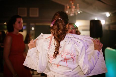 Boda boho chic dos novias | cazadora novia personalizada | Bodas de Cuento