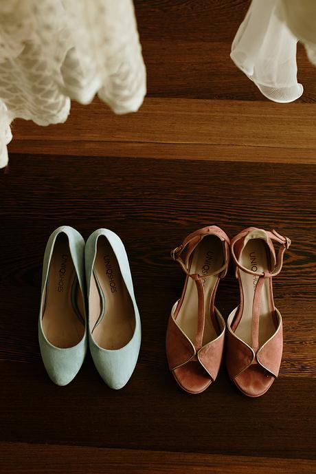 zapatos y vestidos dos novias boda LGTB boho chic