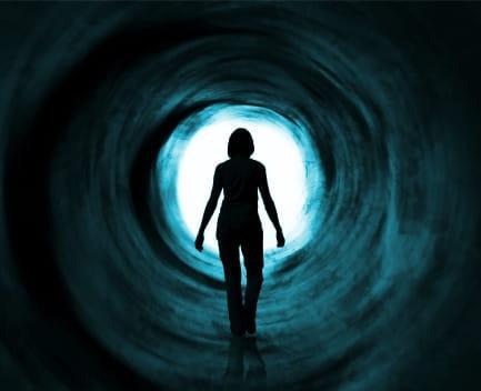 mujer tunel