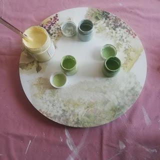 Mesita velador transformada con papel de arroz y pintura