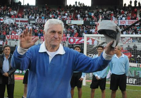 Falleció Amadeo Carrizo emblema de la historia del fútbol argentino y referente mundial en su puesto.