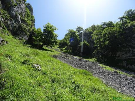 Inicio de la Canal Llastrosa en Peñamellera Alta