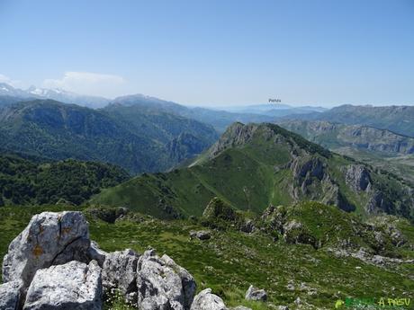 Vista desde el Cabeza Vigueras hacia el Sueve