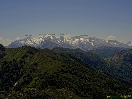 Vista desde el Cabeza Vigueras hacia el Macizo Central de Picos de Europa