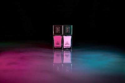 Esmaltes de uñas en rosa claro y rosa oscuro