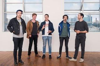 Rolling Blackouts Coastal Fever - She's there (2020)