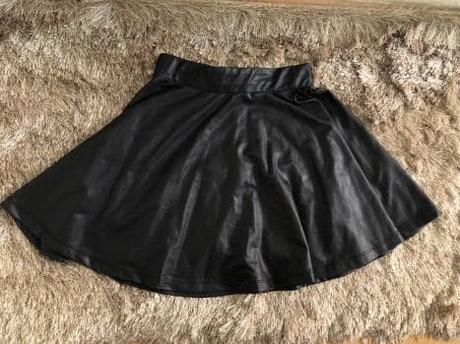 Falda Circular Negra Piel
