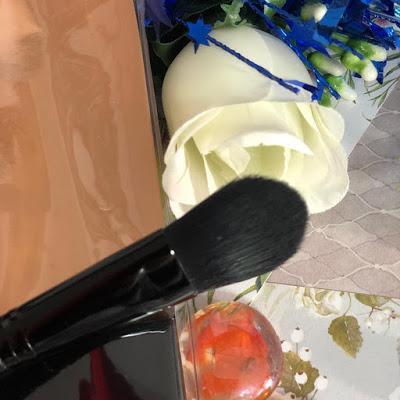 brocha-lengua-de-gato-maquillaje-makeup-revolution