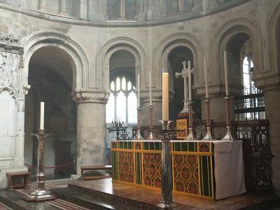 ROMÁNICO EN LONDRES. SAINT BARTHOLOMEW THE GREAT. Vista ábside-altar