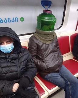Algunos accesorios muy peculiares para protegerse del coronavirus