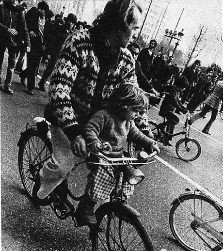 Bicicletas entre los ajos. Investigando Ajoblanco