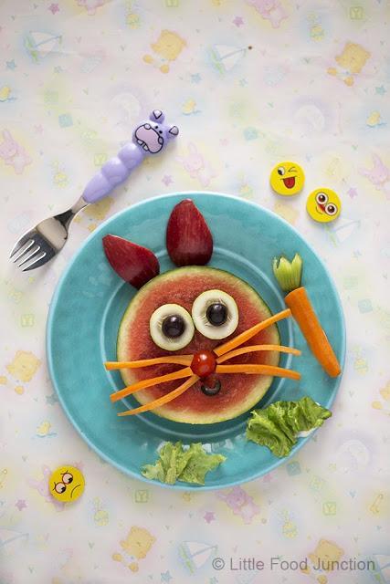 comida divertida para niños conejo con frutas