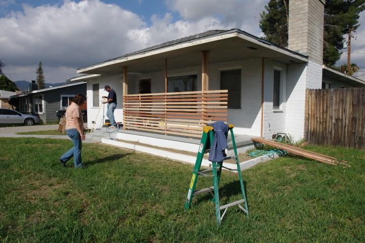 Diy: Una pared de listones de madera para el porche
