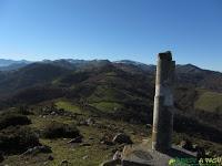 Vértice geodésico del Pico Plantón, Santo Adriano