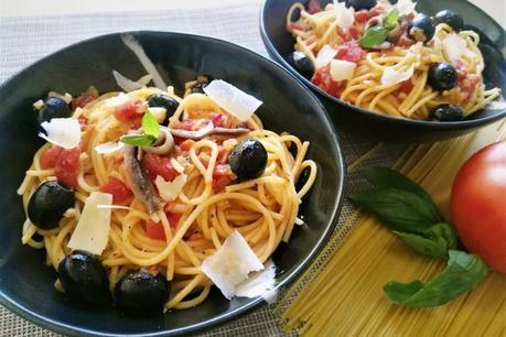 Espagueti a la puttanesca (receta clásica)