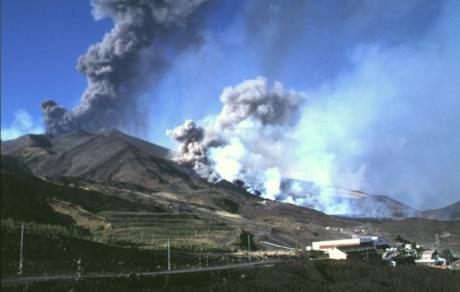 Volcanes vs humanos: la carrera del CO2
