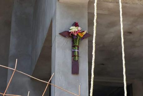 Albañiles potosinos celebran discretamente el Día de la Santa Cruz