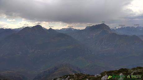 Vista desde la Porra Bescoba de las montañas del Parque Natural de Redes