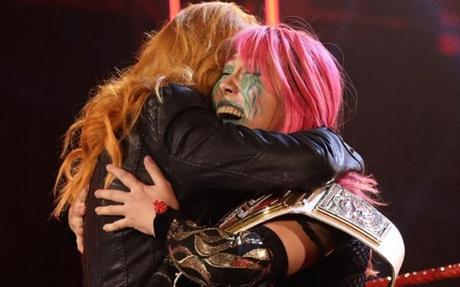 Asuka es la nueva campeona de mujeres de RAW