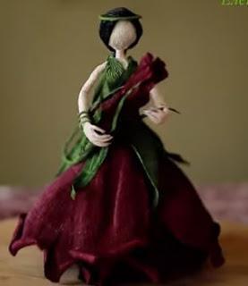 Aprende cómo hacer muñecas con forma de rosa hechas de papel crepe
