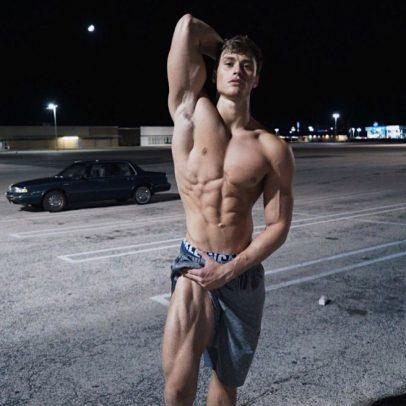 David Laid mostrando su físico