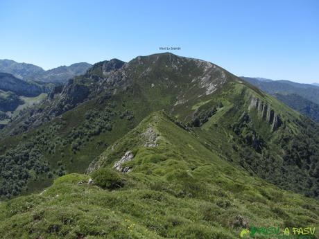 Camino hacia el Visu la Grande desde el Pico del Cuervo