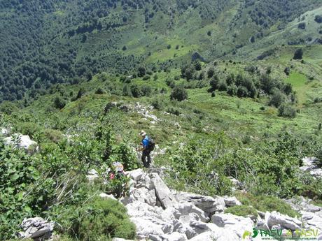 Camino a la cima de la Peña de Brañapiñueli
