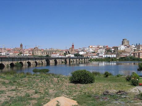 turismo de cercania en Salamanca, vista lejana de Alba de Tormes