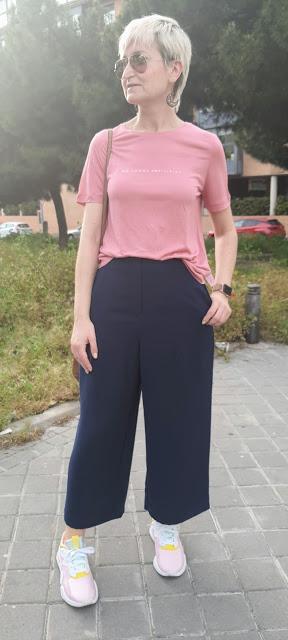 look pantalón camiseta