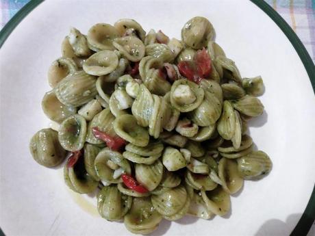 Pasta orecchiette con sepia y salsa pesto - Orecchiette seppie e pesto - Pasta with cuttlefish and pesto sauce