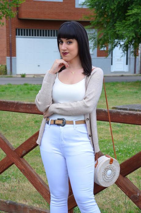 Blanco y marrón