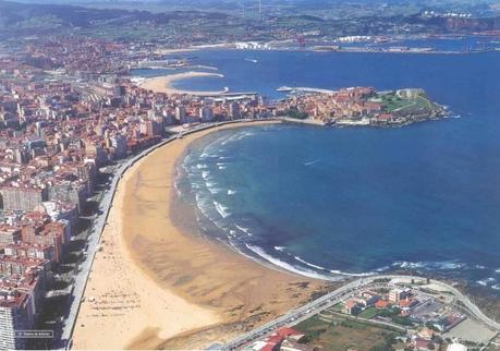 Resultado de imagen de playa de san lorenzo en gijón