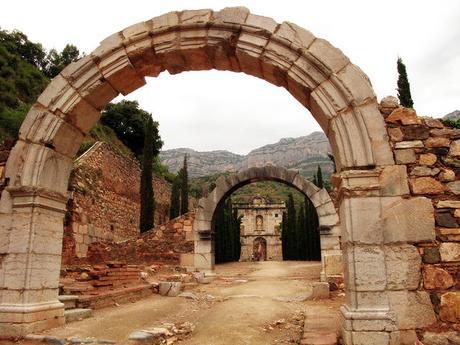 turismo de cercanía en Tarragona, restos de la Cartuja de Escaladei