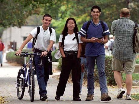 Los universitarios no ven conflicto entre ciencia y religión, revela una encuesta