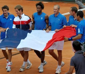 Copa Davis: Sólo Francia cerró su serie y se metió en semis
