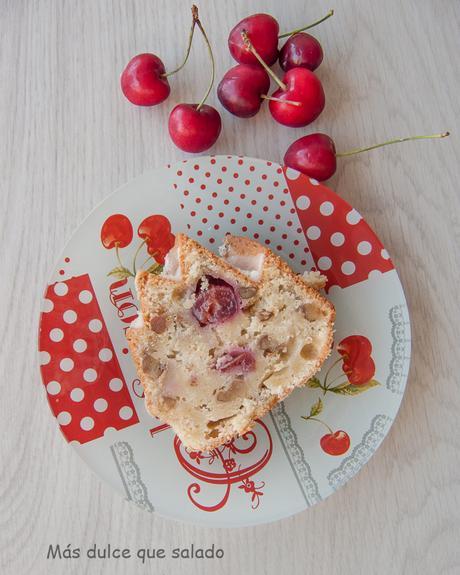 Mi Bizcocho favorito de queso y cerezas. Cheesy Cherry Bundt Cake.