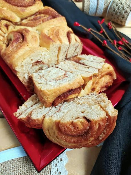 Pan de canela. Cinnamon swirl bread. Masa, relleno, brioche, desayuno, merienda, postre. Horno. Roll. Cuca