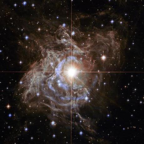 La estrella RS Puppis y su precioso eco de luz