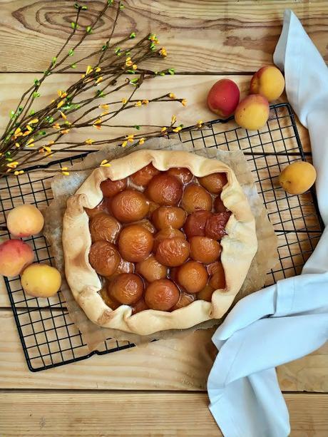 Galette de albaricoques. Postre de temporada, fruta, rápido fácil, rico sencillo Horno Canela, avena Cuca