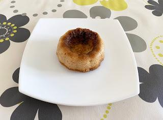 Pudding de pan, queso y nueces
