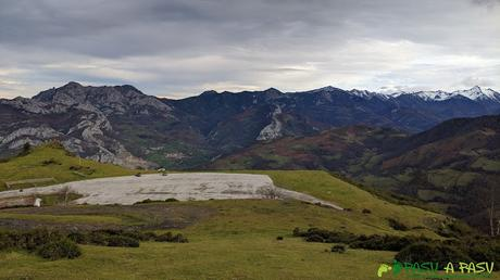 Bajando del Pico Renorios hacia el aparcamiento de Coto Bello