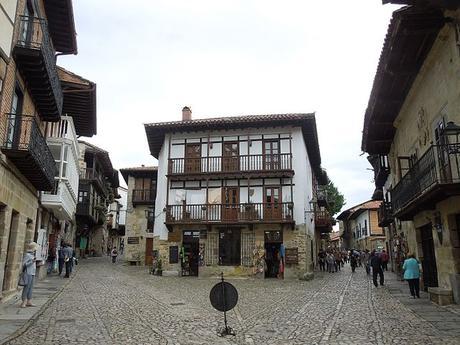turismo de cercanía en Cantabria, calles de Santillana del Mar