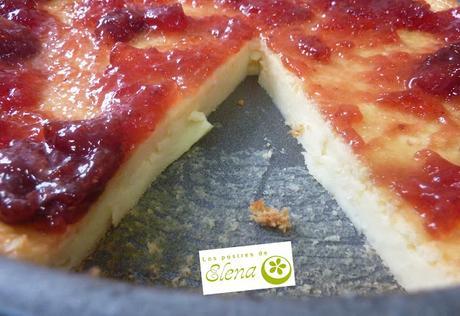 Tarta de queso con mermelada de fresas